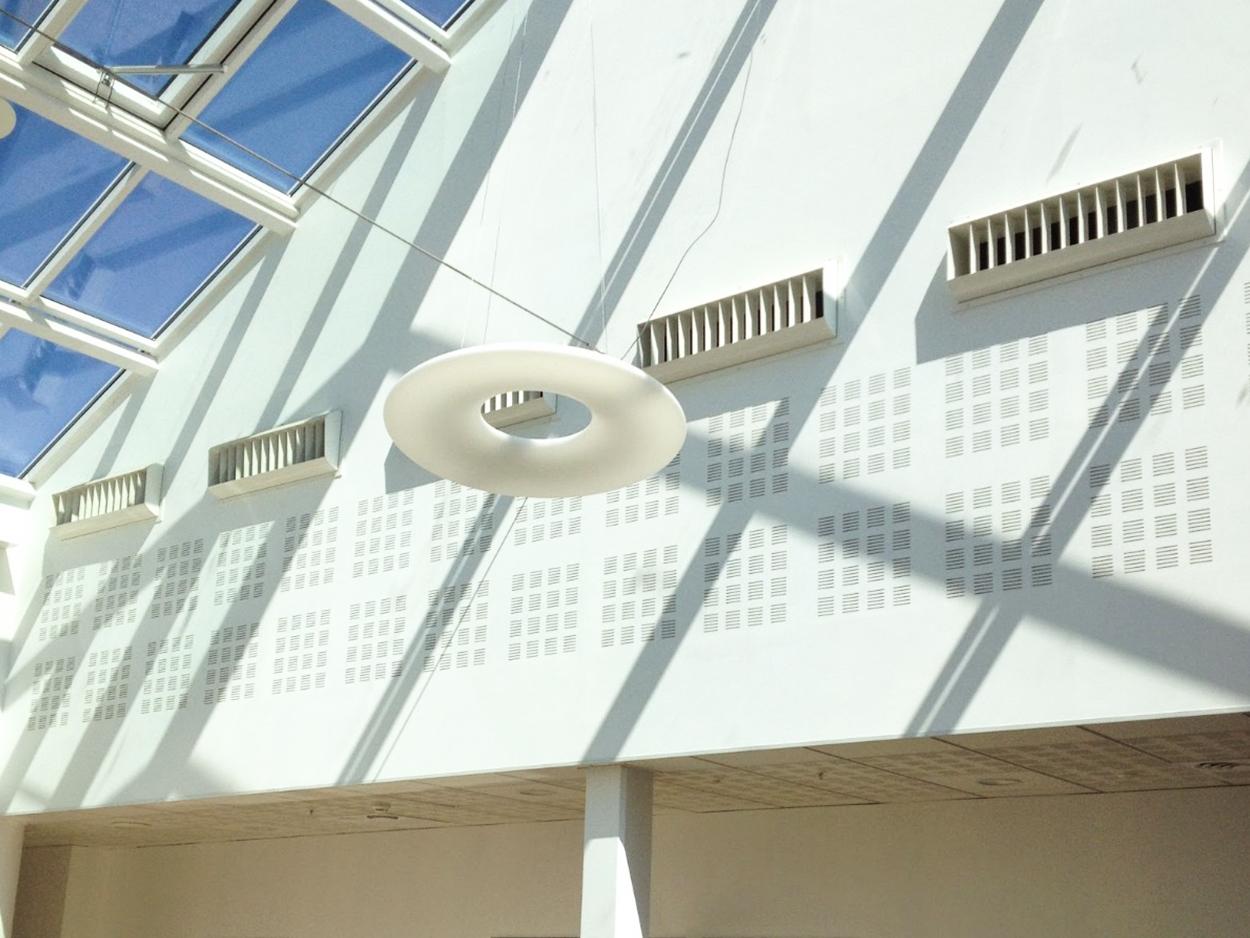Atriums et procédé de rafraîchissement d'air par évaporation