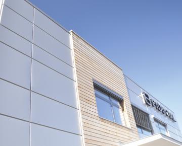 Référence Adexsi filiale Bluetek parement façade immeuble Fiducial Amiens Somme