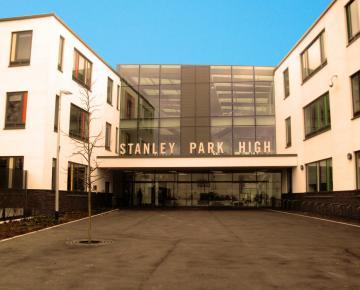 façade avant du groupe scolaire : Stanley Park High School