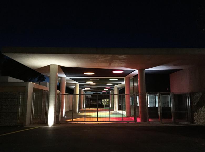 Dômes ronds en toiture préau collège Anselme Mathieu Avignon pour référence coupoles Adexsi Langethermo Bluetek