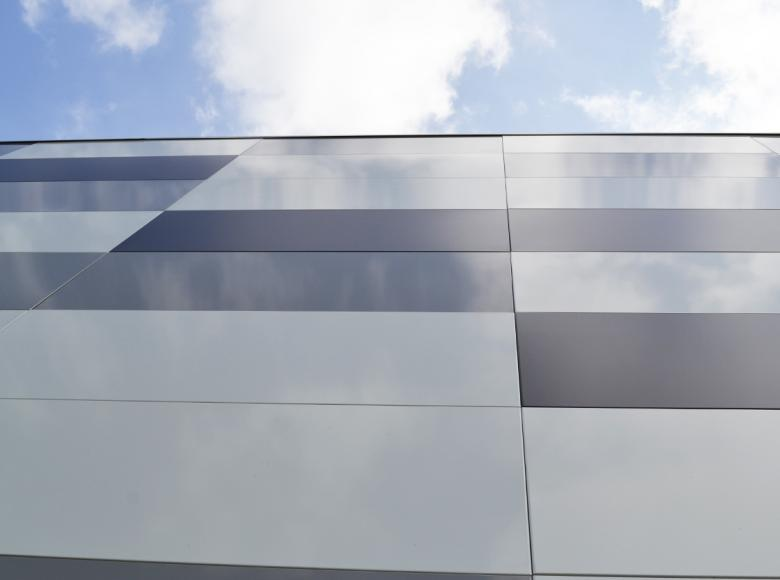 Adexsi référence CSO La Riche parement métallique de façade mosaïque de couleurs RAL