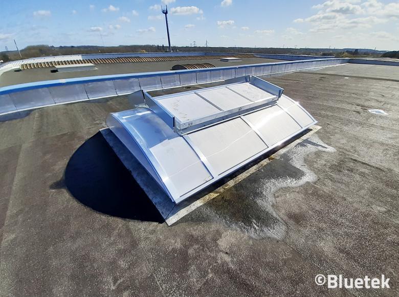 Lanterneau posé toiture bâtiment logistique