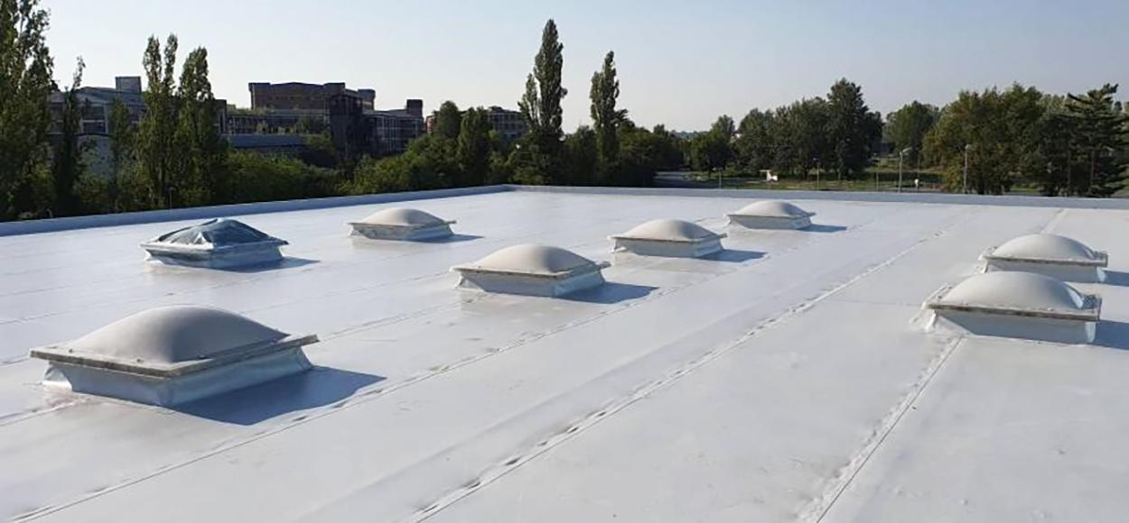 Lanterneaux Essertec gymnase Vukovar Croatie pour Adexsi