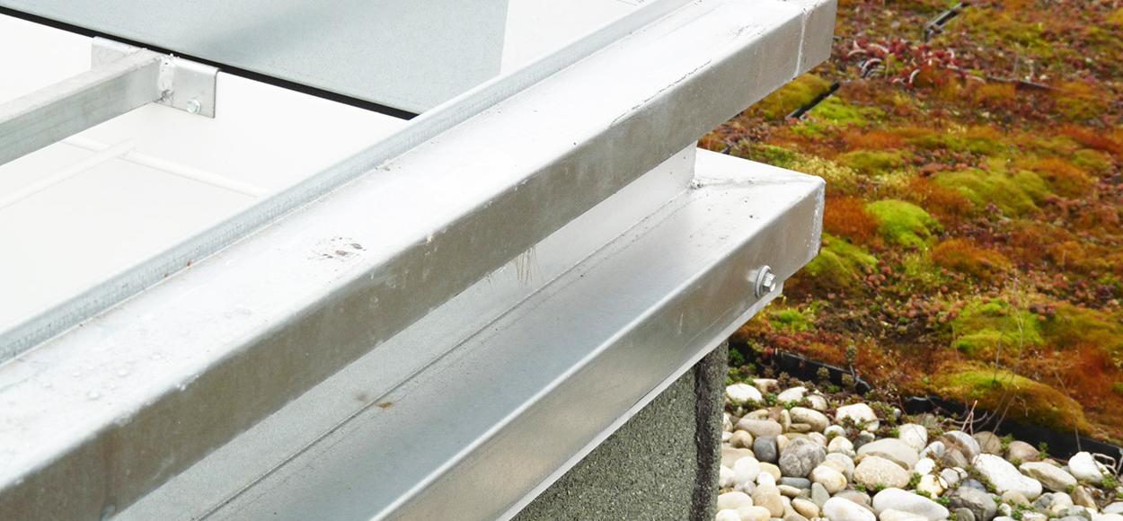 Détail lanterneau coiffant Bluecoif mécanique toiture Espace Architecture référence Adexsi