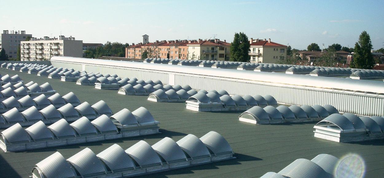 Référence Airbus Toulouse lanterneaux protection solaire latérale pour site Adexsi produit marque Bluetek