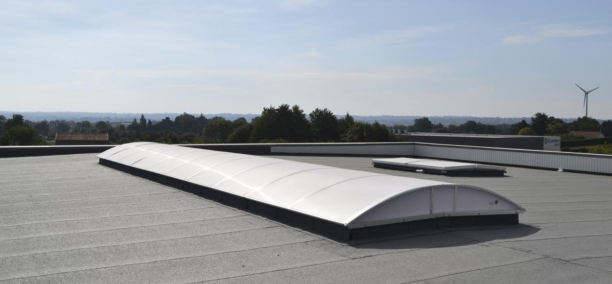 Site Adexsi référence Bluetec lanterneaux lames Sunlite Control et voûtes en toiture Joris Bressuire Deux-Sèvres