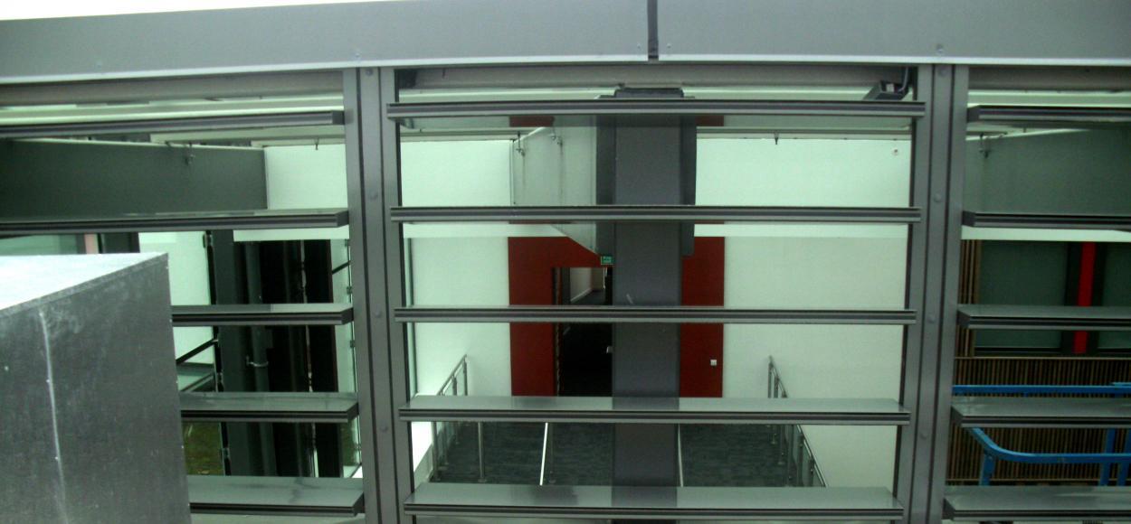 Vue en toiture des appareils Luxlame sur le groupe scolaire Stanley Park High School à Londre